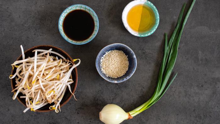 Sałatka z kiełków soi - krok 1