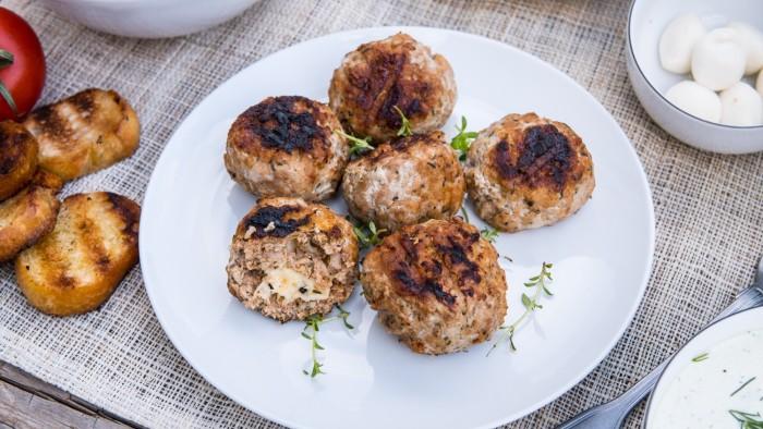 Grillowane klopsiki nadziewane mozzarellą - krok 3