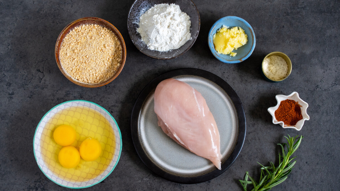 Pierś z kurczaka w panierce z ciecierzycy - krok 1