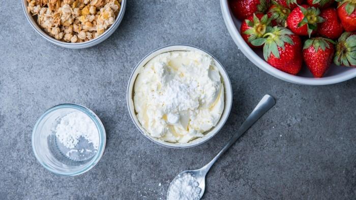 Deser z truskawkami i mascarpone - krok 2