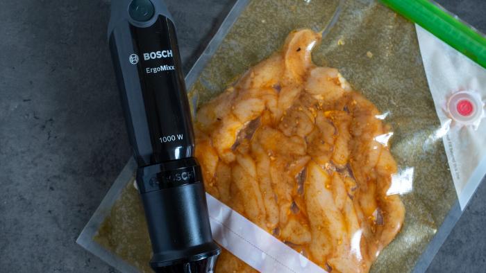 Pierś z kurczaka w panierce z ciecierzycy - krok 2