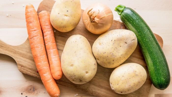 Placki ziemniaczane z cukinią i marchewką - krok 1