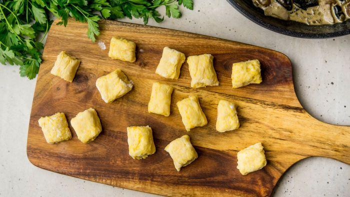 Kopytka/gnocchi dyniowe z sosem grzybowym - krok 2