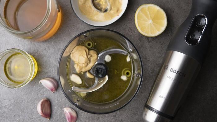Sałatka z grillowanym łososiem i malinami - krok 2