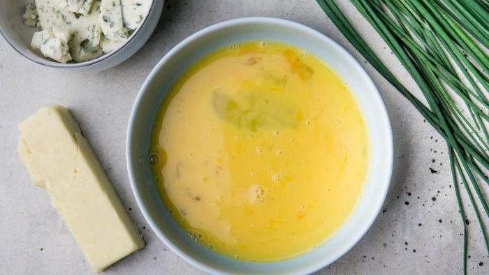 Omelette du fromage - krok 2