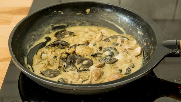 Kopytka/gnocchi dyniowe z sosem grzybowym - krok 3