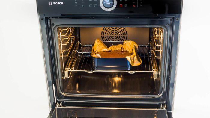 Czekoladowe ciasto bez mąki z kremem waniliowym - krok 4