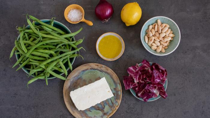 Sałatka z fasolki szparagowej z fetą - krok 1