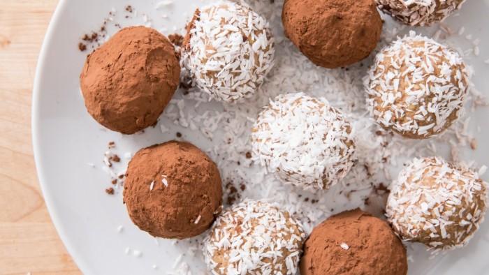 Kulki jaglane kokosowo-daktylowe a la Rafaello - krok 3