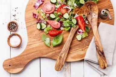 5 prostych sałatek idealnych do mięs z grilla