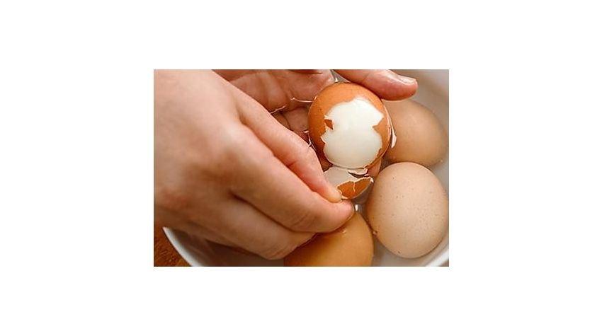 Jak gotować jajka na twardo? Ratunek dla popękanych jajek...