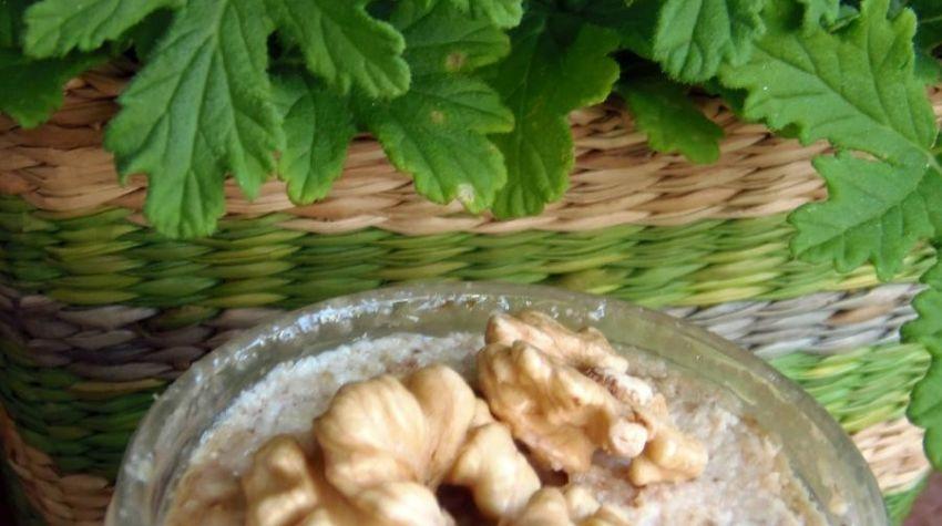Jak przygotować pełnowartościową pastę z orzechów włoskich?