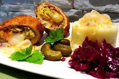 Roladki schabowe z szynką parmeńską,prażonymi płatkami migdałòw i serem żòłtym