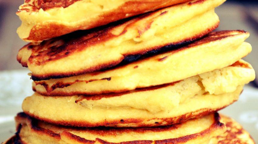 Kukurydziane pancakes bananowe