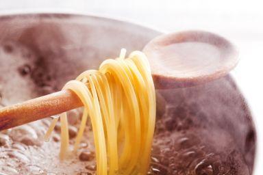 Jak gotować makaron aby nie przywierał?