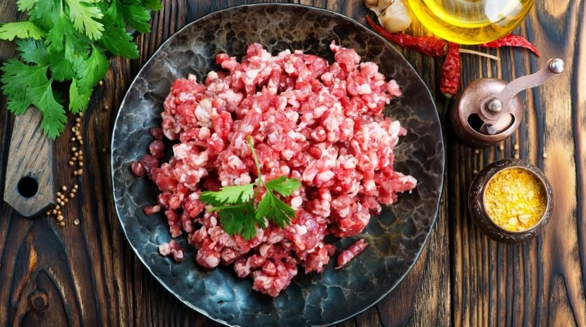 Jak szybko i dokładnie zmielić mięso w domu?