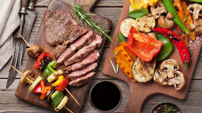Jak grillować mięso, a jak warzywa?