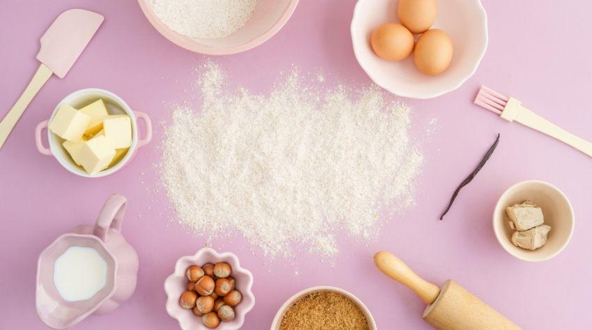Ile waży szklanka mąki, wody czy cukru? O kuchennych miarach
