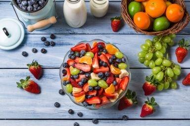 Ile kalorii mają owoce?