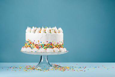 Krem do tortu – śmietanowy, owocowy czy z mascaropne. Poznaj rodzaje