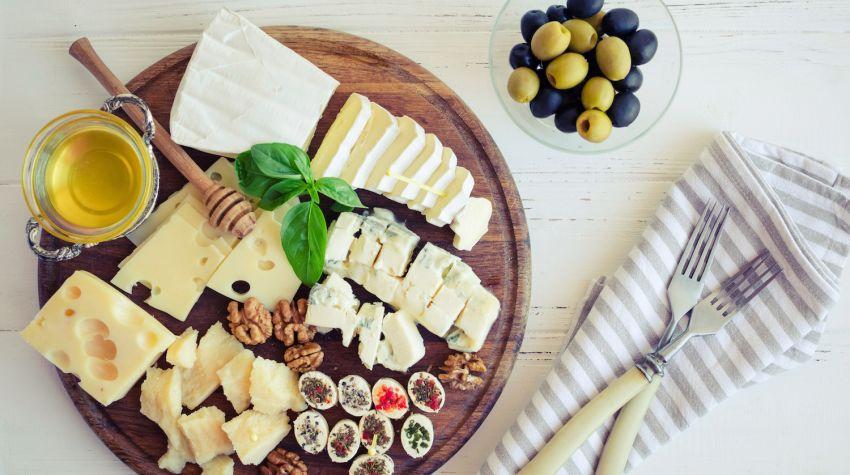 Deska serów – jak przygotować deskę serów z dodatkami?